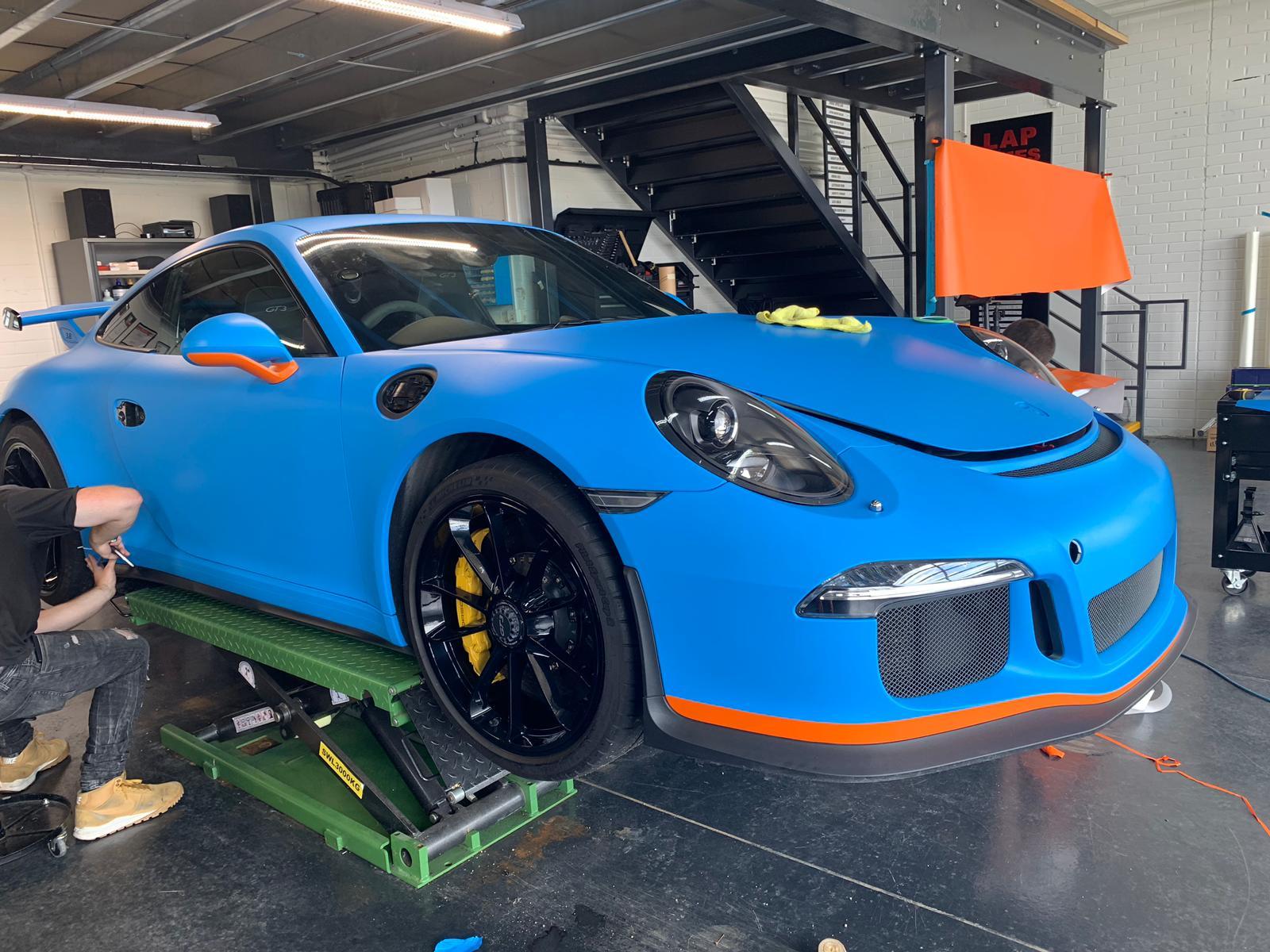 Car wrapping Porsche